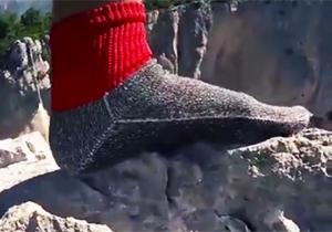 جوراب جالبی که نیاز افراد به کفش را نیز رفع میکند! + فیلم
