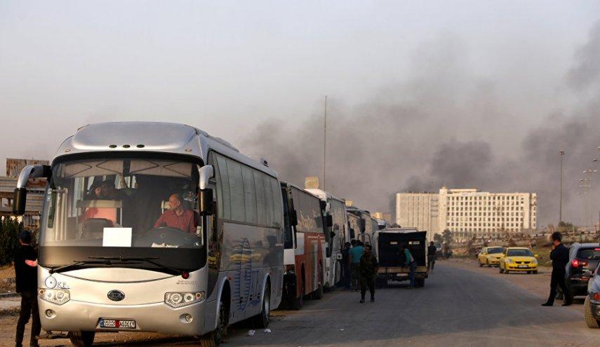 خروج نخستین گروه از اتوبوسهای حامل تروریستها از درعا البلد