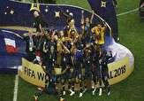 باشگاه خبرنگاران -لحظه بالا بردن جام قهرمانی جهان 2018 توسط فرانسه +فیلم