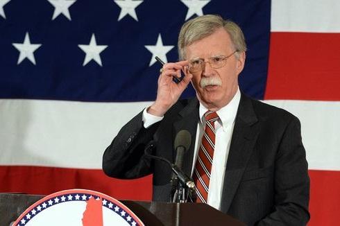 جان بولتون از اقدام وزارت دادگستری آمریکا در صدور احضاریه به ۱۲ شهروند روس دفاع کرد