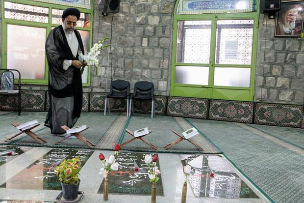 وزیر اطلاعات به مقام شامخ شهدای گمنام زنجان ادای احترام کرد