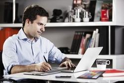 ۳ کاری که افراد بسیار موفق هر روز در محل کار انجام میدهند