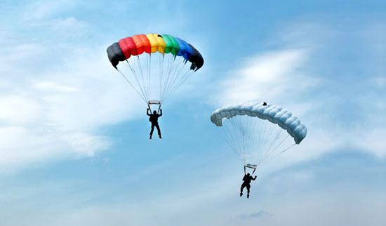 خلبان سنندجی بر سکوی دوم رقابتهای پاراگلایدر کشور ایستاد