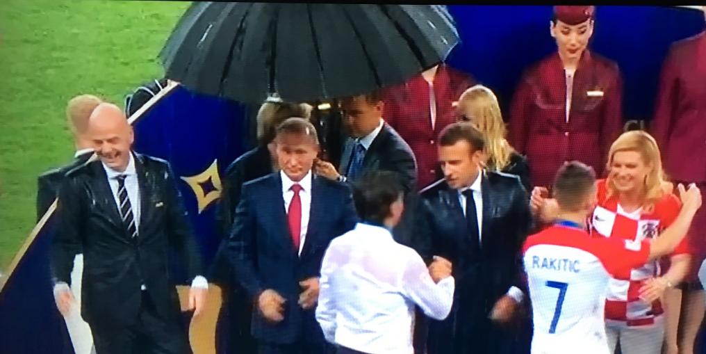 پوتین، تنها سوگلی مراسم توزیع مدال در جام جهانی +عکس