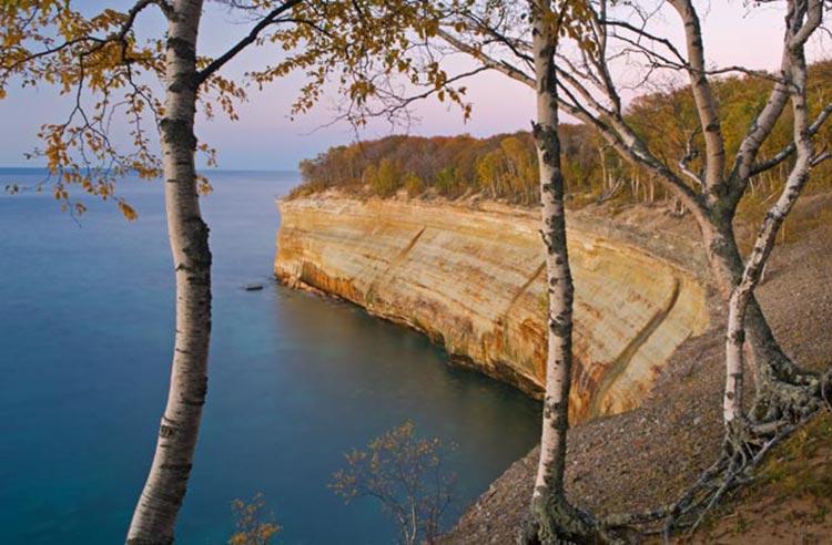 بزرگترین  و عجیبترین دریاچههای جهان کدامند؟