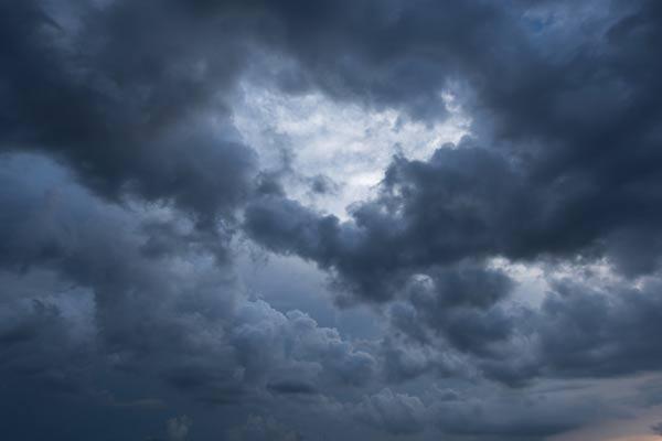 علت خطرناک بودن آب و هوای ابری چیست؟