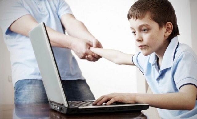 آسیبهای اعتیاد به اینترنت/ فضای مجازی رشد کودکان را تحت تاثیر قرار میدهند