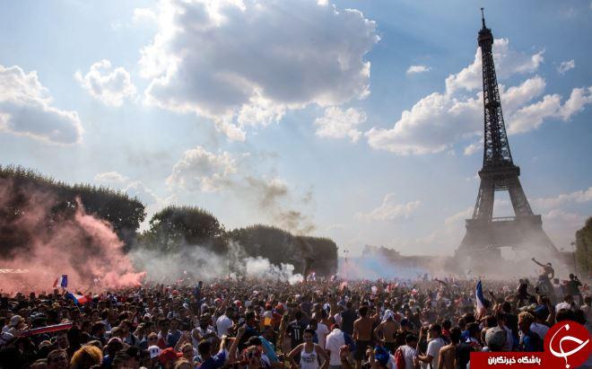 تصاویر روز: از جشن پیروزی فرانسه در جام جهانی ۲۰۱۸ تا ساخت هرمی از ۵۰۰ هزار گل رز در اکوادور