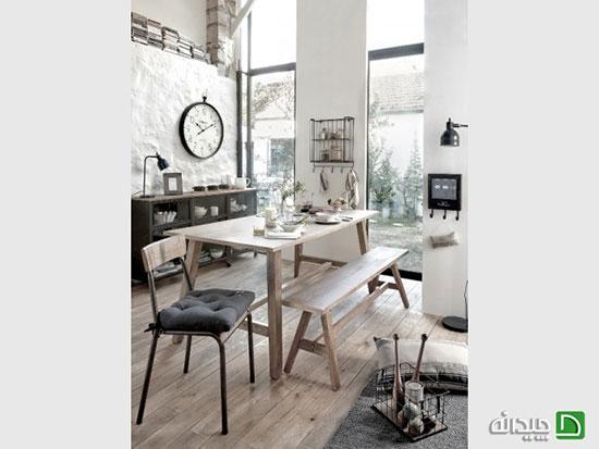 باشگاه خبرنگاران -استفاده از نیمکتهای چوبی به عنوان میز غذاخوری