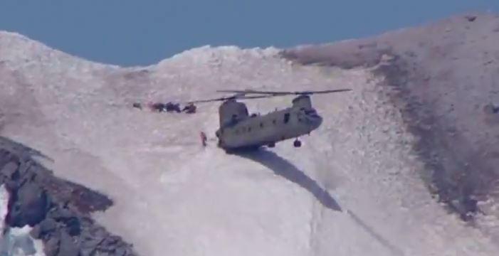 فرود کم نظیر خلبان هلیکوپتر در کوهستان ! + فیلم//
