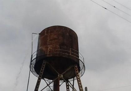 فیلمی از هدررفت آب شرب در « علیآباد میر»