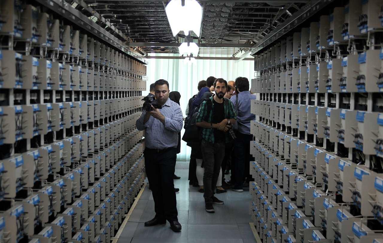 حضور خبرنگاران در طبقه نهم ساختمان دیتاسنتر مرکز امام خمینی(ره) +فیلم