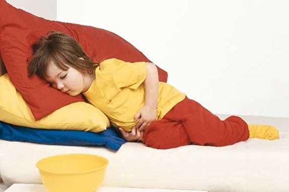 درمان خانگی اسهال و استفراغ کودکان در تابستان/ والدین مراقب باشند، خطر تشنج در کمین است