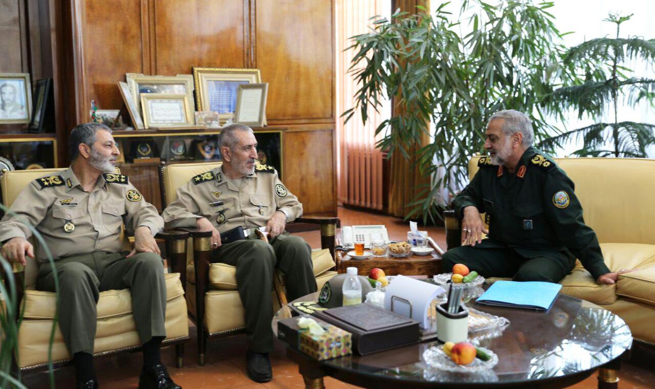 امیر دادبین و سردار شکارچی با فرمانده کل ارتش دیدار کردند