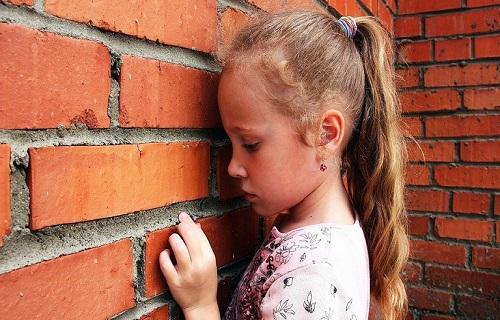 چگونه افسردگی کودکان را درمان کنیم؟