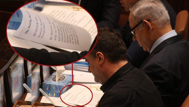 نتانیاهو در اوقات فراغتش هم درباره ایران میخواند!+ عکس