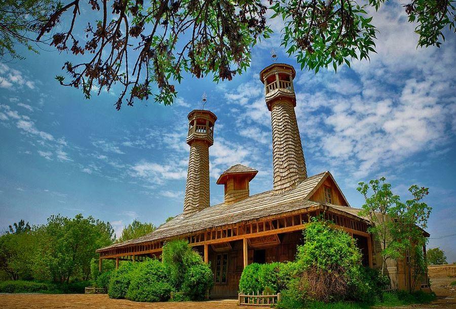 اولین مسجد چوبی مقاوم در برابر زلزله کجاست؟