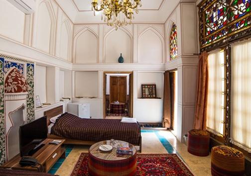 مهمان نوازِ مهمان پذیر / عطرِ هنر در قلب خانه تاریخی