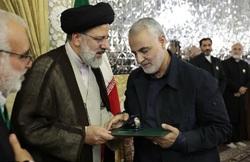 سردار سلیمانی خادم امام رضا (ع) شد+تصاویر