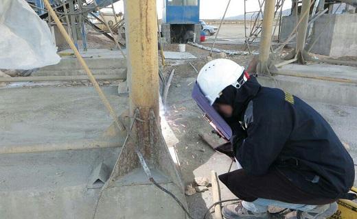 روایتِ ایلنا از زندگی و کارِ یک زنِ جوشکار.پروازِ زن ایرانی در آسمانِ سایتهای صنعتی