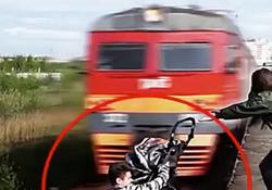 لحظات دلهرهآور از کسانی که تا مرگ چند میلیمتر فاصله دارند!+ فیلم