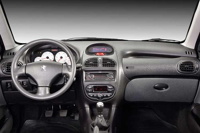 پژو 206 صندوقدار V8