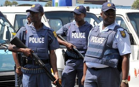 ۱۱ راننده مینی بوس در آفریقای جنوبی در یک کمین کشته شدند