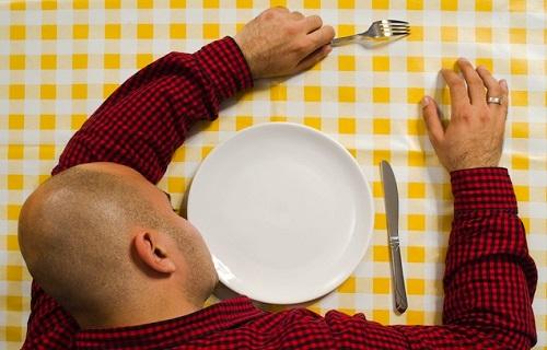 اگر گرسنه بخوابید چه اتفاقی در بدن میافتاد؟/چگونه بفهمیم مردی عاشق ما است؟/مصرف این ماده باعث کندی ذهن میشود/ مادهای دم دستی که جوشتان را درمان میکند