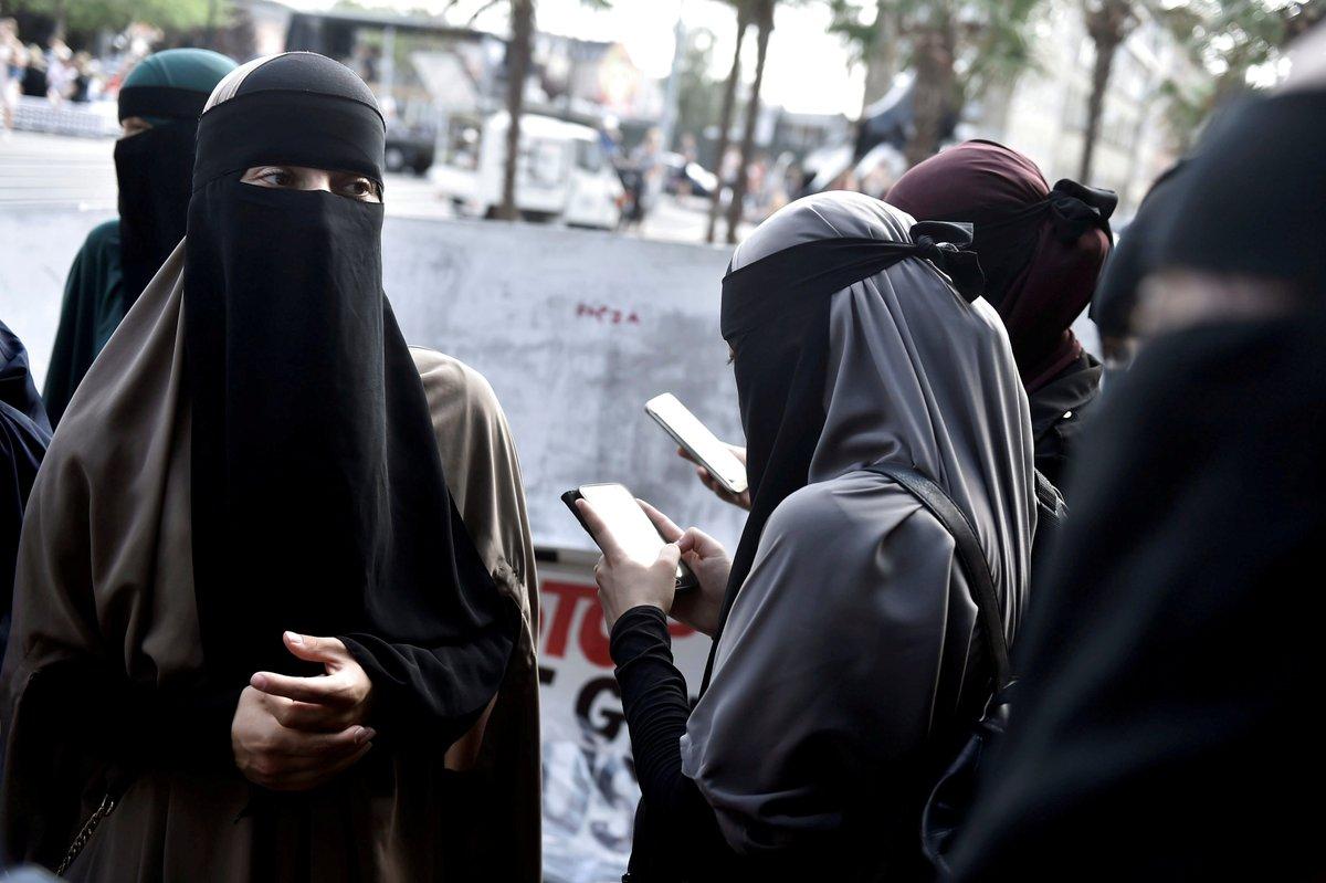 تظاهرات در دانمارک در اعتراض به ممنوعیت استفاده زنان مسلمان از برقع