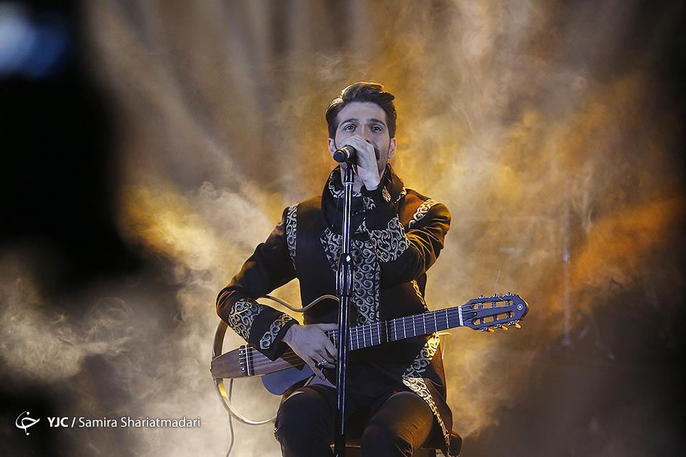 فخر موسیقی ایران روی استیج رفت / فرار هیراد از گوشه رینگ انتقادات