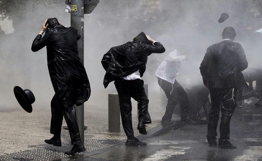 حمله پلیس اسرائیل به یهودیان معترض به خدمت وظیفه سربازی+تصاویر