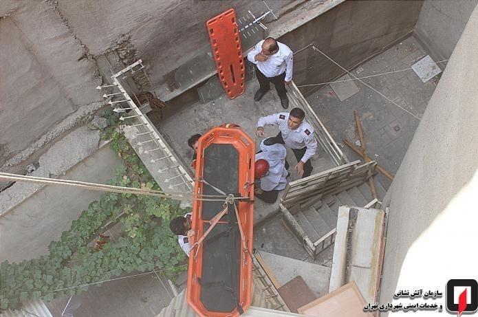 نجات معجزه آسای زن جوان بعد از سقوط از طبقه دوم منزل مسکونی + تصاویر