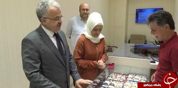 شهرداری که به دستور رئیس جمهور طلاهای همسرش را فروخت +عکس