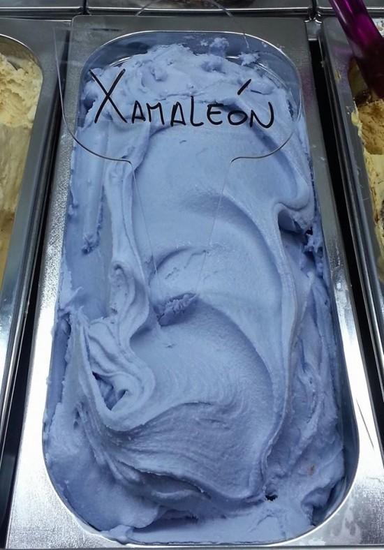 رنگ این بستنی به هنگام خوردن تغییر می کند+تصاویر
