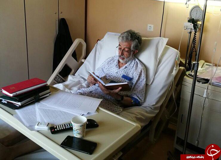 کتابخوانی حدادعادل برروی  تخت بیمارستان + عکس