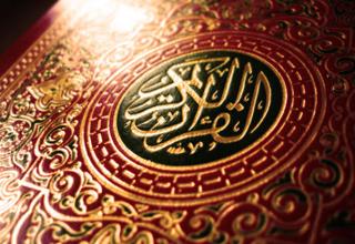 بزرگترین قرآن حکاکی شده روی چوب را اینجا ببینید+تصاویر