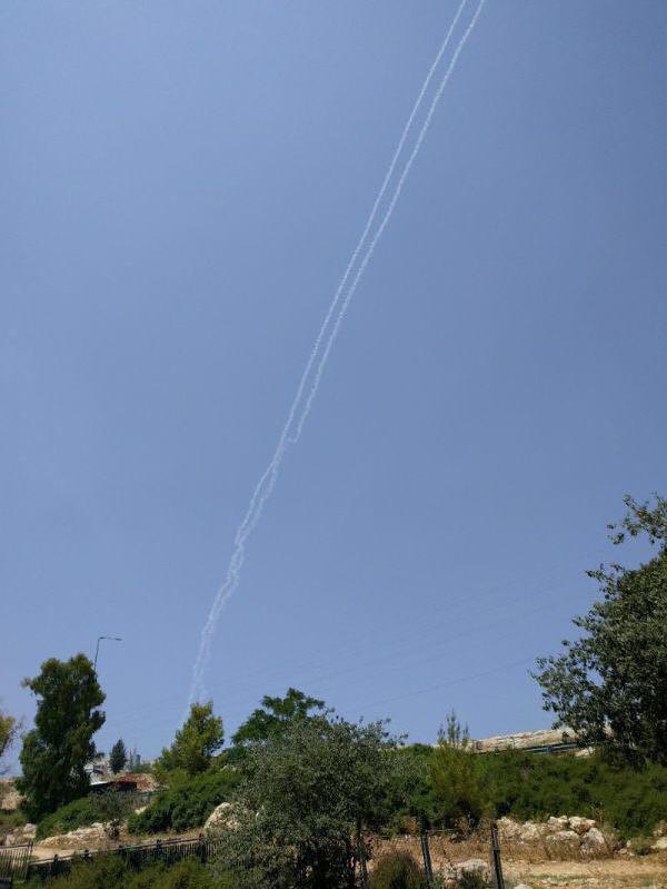 به صدا درآمدن آژیر هشدار در بلندیهای جولان/ شلیک دو موشک بوسیله پدافند هوایی رژیم صهیونیستی