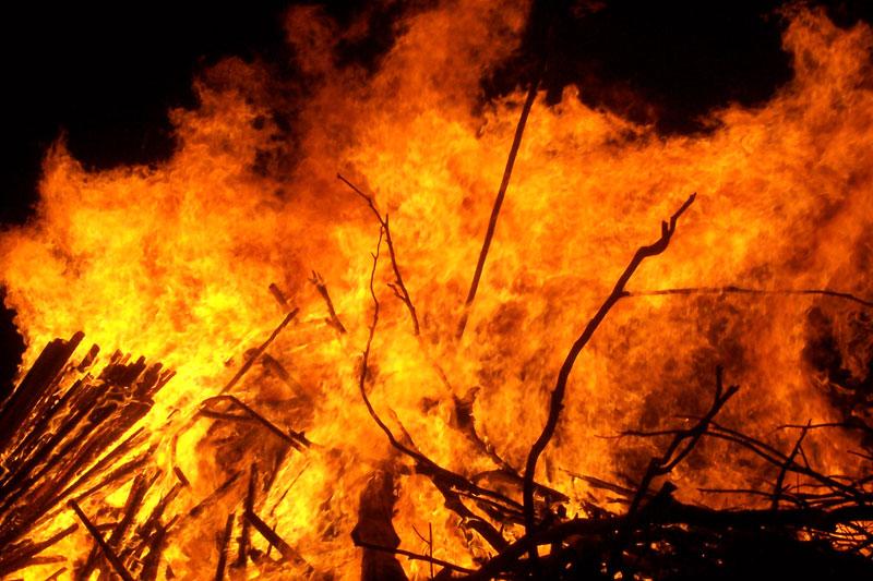 گسترش آتش سوزی جنگلی، مناطق جنوبی کالیفرنیا را تهدید میکند