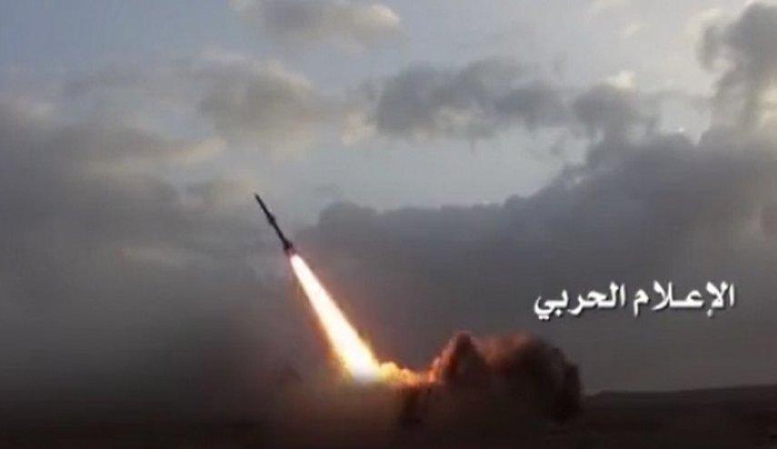 مواضع متجاوزان سعودی در عسیر و ظهران هدف موشک بدر-۱ نیروهای یمنی قرار گرفت