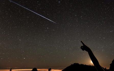 امکان رویت ۴ سیاره در یک شب!/بارش شهابی امشب را از دست ندهید