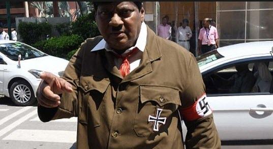 هیتلر وارد پارلمان هند شد + تصاویر