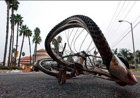 Image result for تصادف دوچرخه با پراید