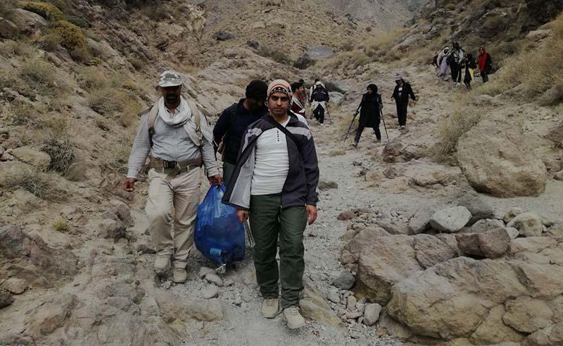 قله تفتان توسط همیاران محیط زیست پاکسازی شد
