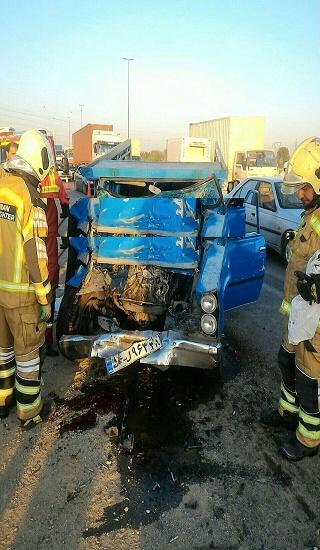برخورد دو دستگاه خودرو نیسان در اتوبان تهران-ساوه/ راننده 40 ساله جان باخت + عکس