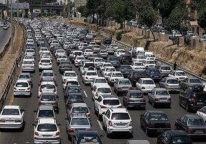 ترافیک نیمه سنگین در آزادراه تهران- کرج/ بارش پراکنده باران در اکثر محورهای استانهای گیلان و مازنداران
