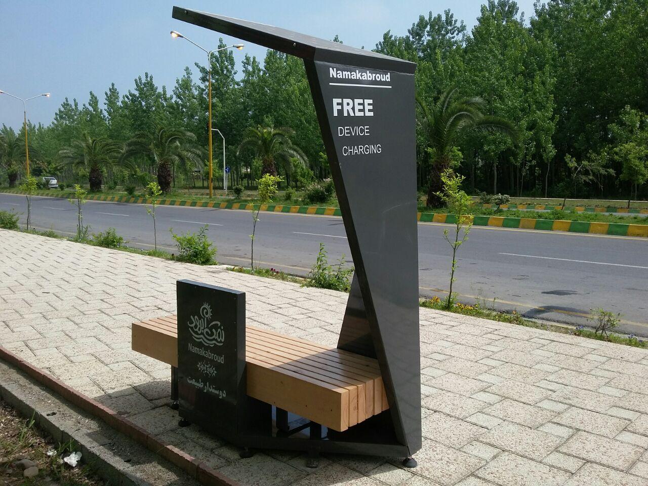 شارژ تلفنهای همراه به کمک نیمکتهای پارک/ شهر را به مبلمانهای هوشمند مجهز کنید