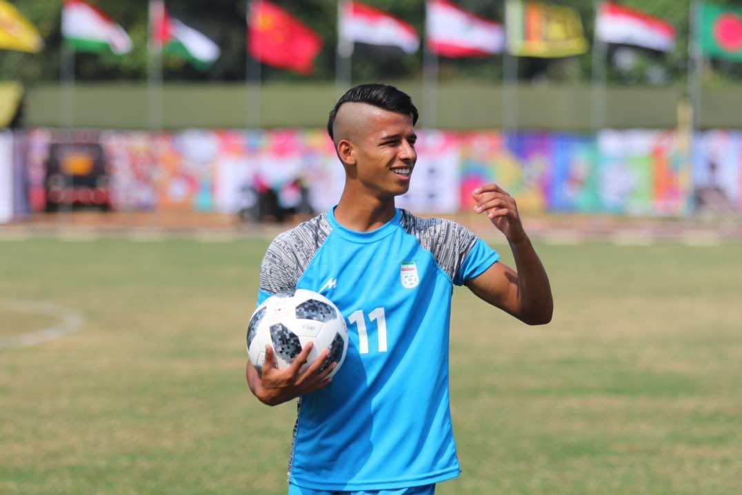 تذکر به فوتبالیست معروف ایرانی برای مدل موهای جنجالیاش
