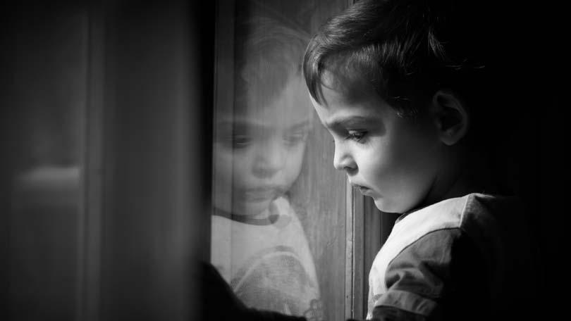 ۱۳ نشانه رایج در افسردگی کودکان را بشناسید