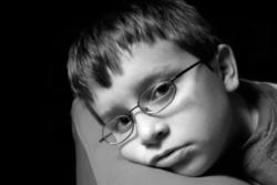 علائم افسردگى در كودكان؛ ١٣ نشانه اى كه نبايد ساده از كنار آنها عبور كنيد