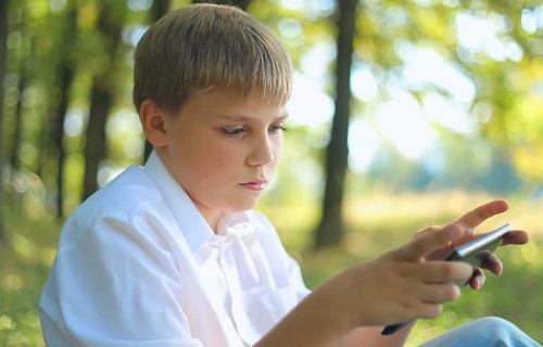 آموزش استفاده صحیح از تلفن همراه در نوجوانی